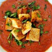 Soupe fraîche tomates poivrons