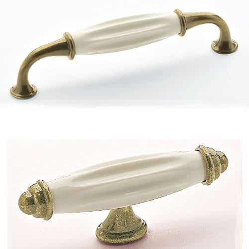 Porcelaine ivoire sur laiton mat le blog sagne cuisines Poignee porte meuble cuisine laiton patine et porcelaine