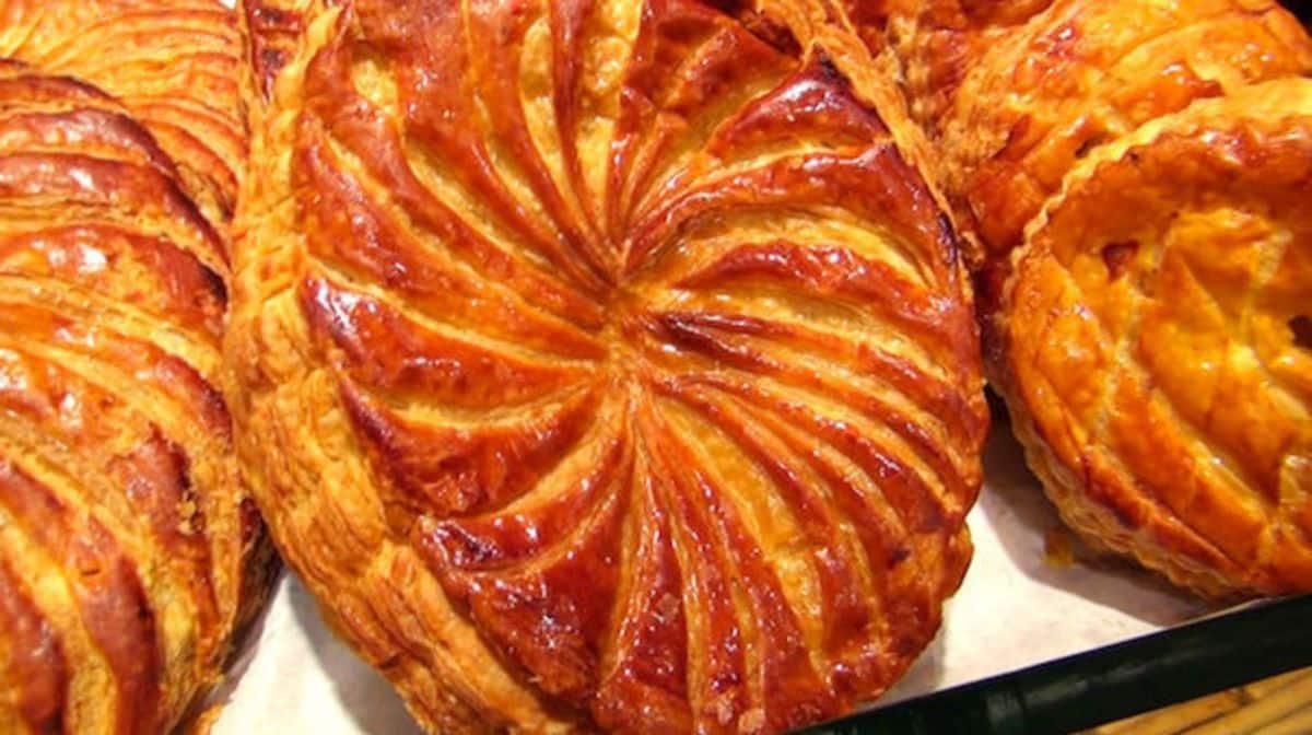 Galette des rois le blog sagne cuisines for Decoration galette des rois frangipane