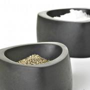 Le sel et le poivre à table